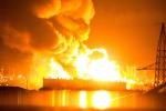 Incendio Raffineria, ripreso l'incendio nel pomeriggio