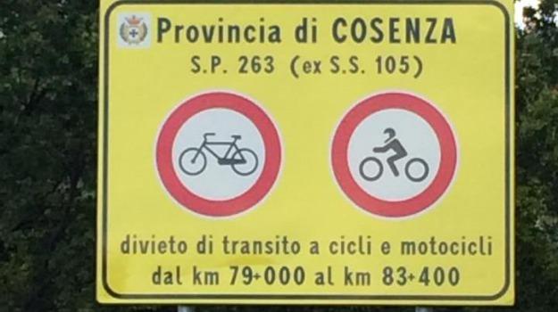 divieto moto e bici, firmo, strada provinciale, Calabria, Archivio