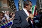 Il prefetto di Napoli sospende De Magistris