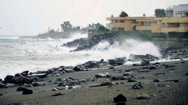 Venti di burrasca e piogge in arrivo fra Calabria e Sicilia