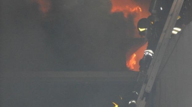 incendio capannone, Sicilia, Archivio
