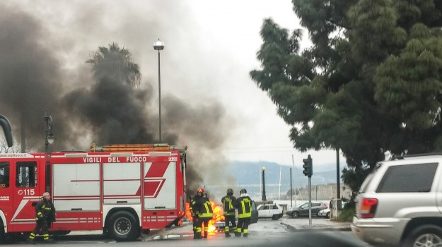 auto in fiamme, messina, Messina, Archivio