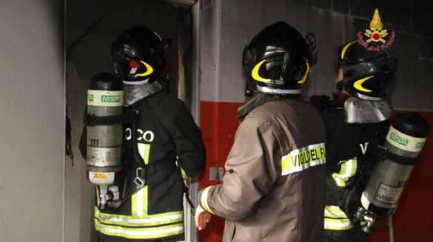 incendiata concessionaria, riace, Reggio, Archivio