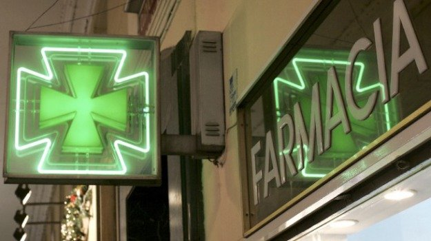 rapinatore seriale farmacia, Messina, Archivio