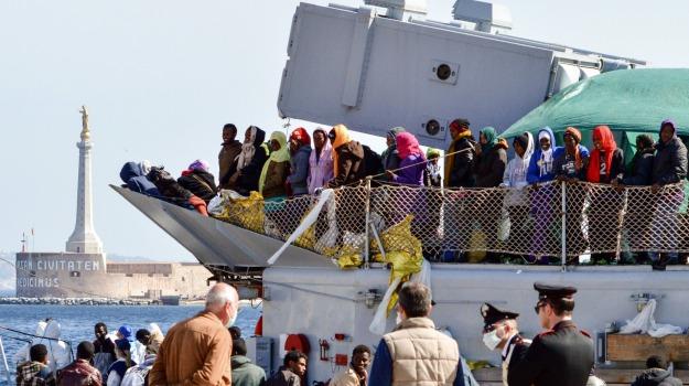 sbarco 454 migranti a messina 8 donne incinte, Messina, Archivio