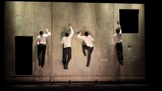 in scena lo stupore  del circo contemporaneo  tra danza e musica, plan b, Messina, Archivio