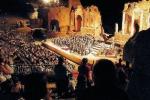 """Teatro Antico di Taormina, visite serali dall'11 giugno e """"prove aperte"""" con TaoArte"""
