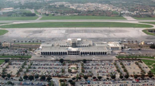 aeroporto, arrestati, coppia itialiani, malta, Sicilia, Archivio, Cronaca