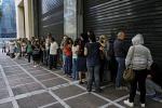L'Eurogruppo valuta default file a supermercati e bancomat