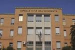 Cosenza, gli Oss scendono dal tetto dell'ospedale: la protesta si sposta a Catanzaro