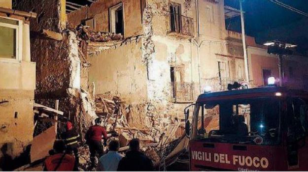 crolla edificio, lipari, Messina, Archivio
