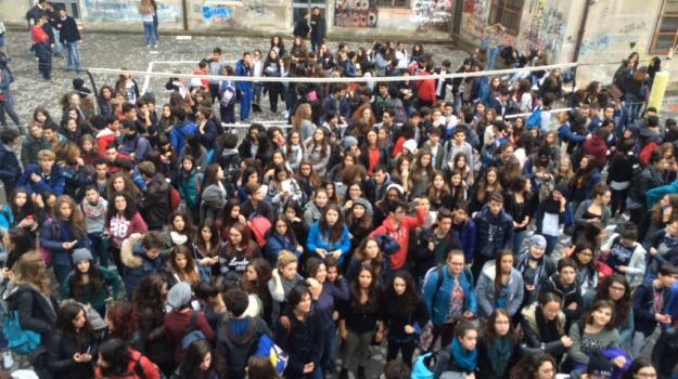 liceo la farina occupato, Messina, Archivio