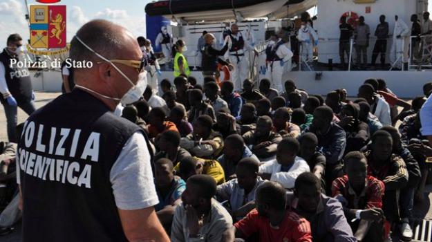 Arresto scafista, migranti, pozzallo, Sicilia, Archivio