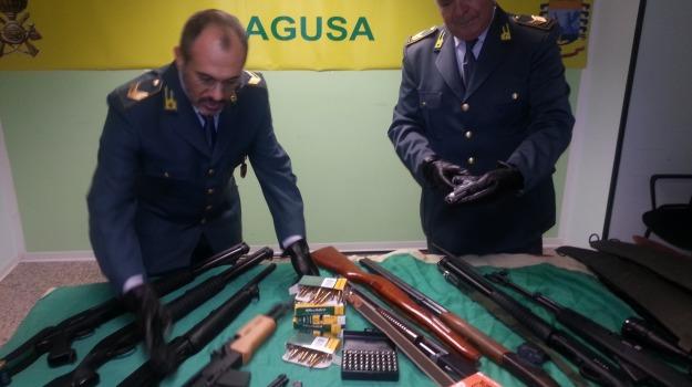 guardia di finanza, Sequestro armi, vittoria, Sicilia, Archivio