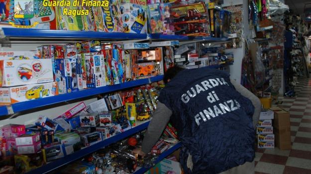 guardia di finanza, Sequestro giocattoli, vittoria, Sicilia, Archivio