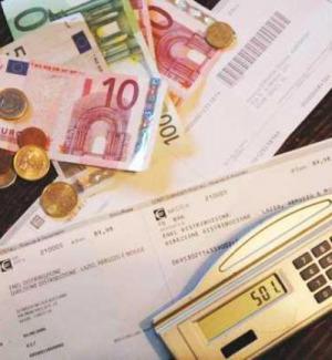 Da aprile bollette di luce e gas in forte calo: risparmi da 200 euro all'anno