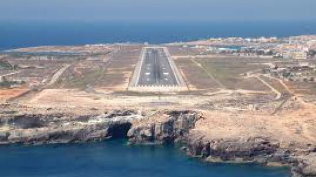 aerei, aeroporto lampedusa, Sicilia, Archivio