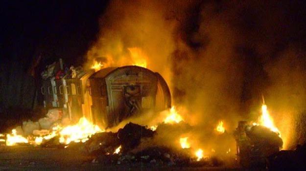 rifiuti in fiamme, Messina, Archivio