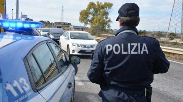 Denunciato dalla polizia, Giovane ubriaco, Mazza in auto, ragusa, Sicilia, Archivio