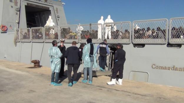 pozzallo, sbarco clandestini, scafisti arrestati, Sicilia, Archivio