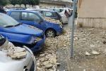Maltempo, cade cornicione seri danni ad auto al Policlinico
