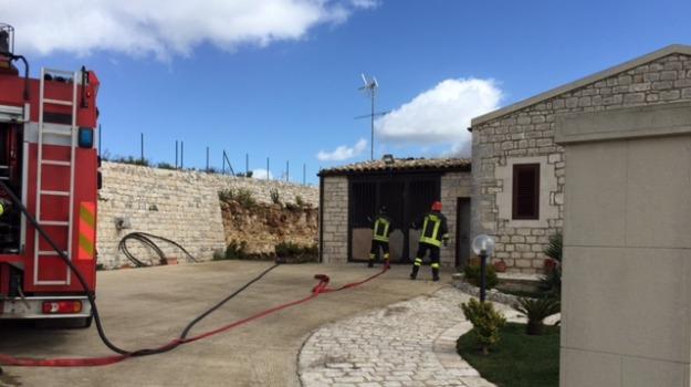 incendio abitazione, modica, Salvati anziani coniugi, Sicilia, Archivio