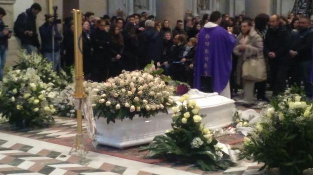 funerali rebecca lazzarini, Messina, Archivio