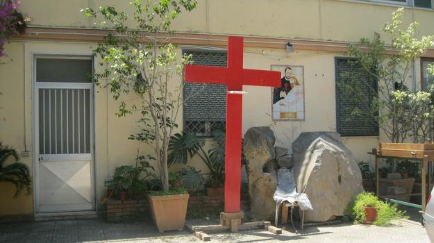 Abbandona ordine religioso e svuota conto, indagato da Pm  Nel Catanese, Sicilia, Archivio