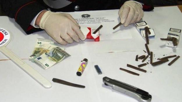 Arrestati due giovani di Varese, santa croce camerina, Sequestrati trenta grammi di hascsc, spaccio droga, Sicilia, Archivio