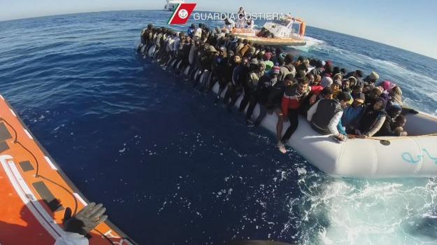 guardia costiera, migranti, nave dattilo, Messina, Sicilia, Archivio