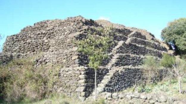 Antoine Gigal, etna, mistero, piramidi, Shekelesh, vulcano, La linea d'ombra