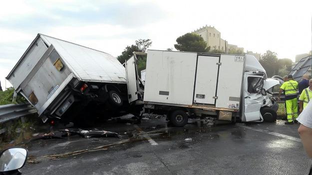 incidente a 18, Messina, Sicilia, Archivio