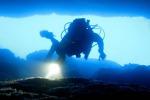 Ordigni esplosivi nel mare della Sicilia, in azione i palombari della marina