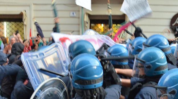 rilasciati due manifestanti, scontri a catania, Sicilia, Archivio