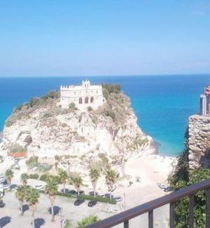 Turismo in Calabria, la zavorra è l'abusivismo