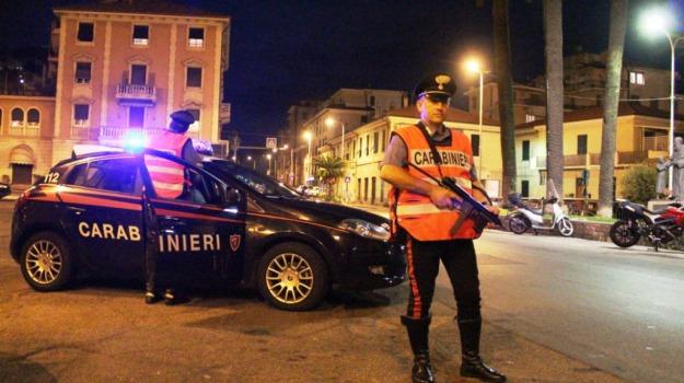 carabinieri, oltraggio e resistenza a pubblico ufficiale, vittoria, Sicilia, Archivio