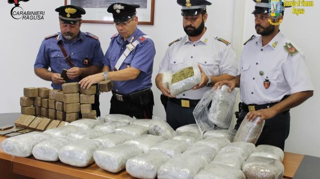 carabinieri, catamarano malta, droga, guardia finanza, hascisc, marijuana, pozzallo, Sicilia, Archivio