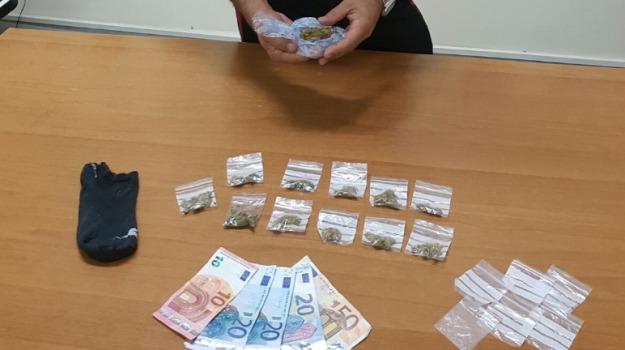 Arrestato ventenne, carabinieri, pozzallo, spaccio droga, villa comunale, Sicilia, Archivio