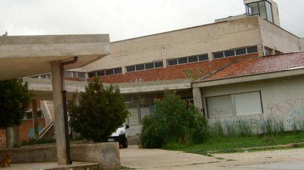 Cadde dal tetto della scuola, modica, Muore dopo tre anni, Stefano Bombardamento, Sicilia, Archivio