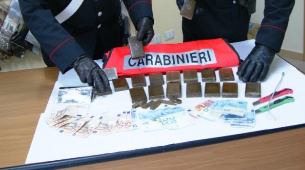 Arrestati nigeriani, comiso, Due chili di hascisc, Sicilia, Archivio