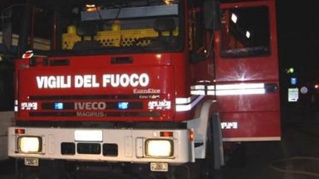 gela, incendio doloso, palestra in fiamme, vigili del fuoco, Sicilia, Archivio