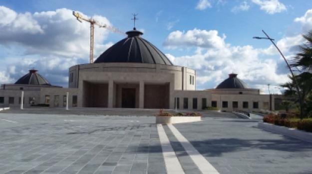 beatificazione Natuzza Evolo, causa beatificazione natuzza, chiesa paravati, natuzza evolo, Catanzaro, Calabria, Società
