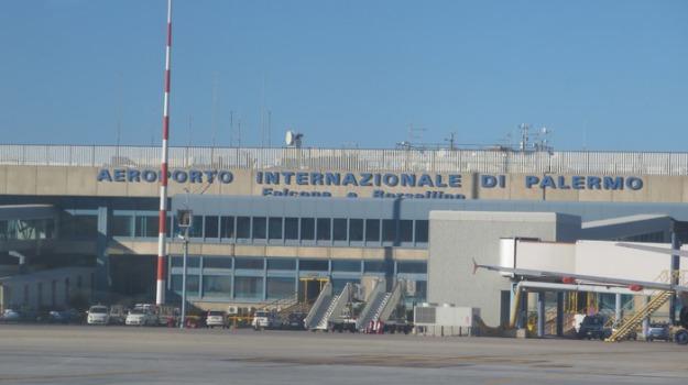 aeroporto, disoccupata, separata, Sicilia, Archivio
