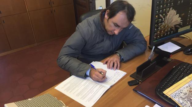 17 firme, cantali, mozione sfiducia accorinti, Messina, Archivio