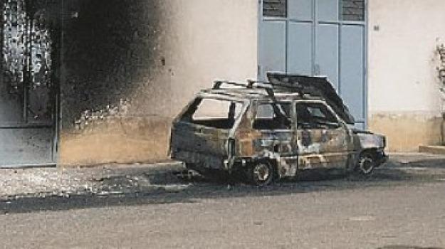 auto bruciata, cassano, Cosenza, Calabria, Archivio