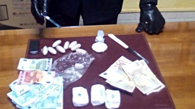 acate, arresto carabinieri, Tunisino insospettabile, Un etto di cocaina, Sicilia, Archivio