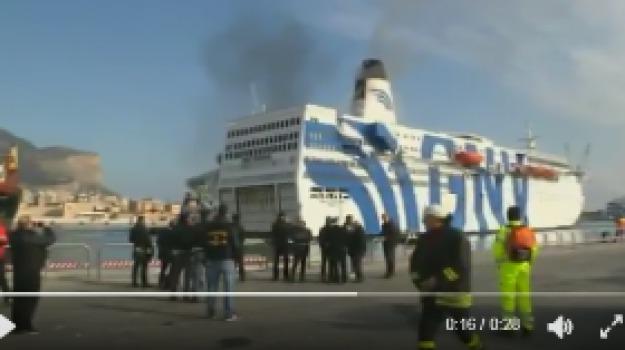 traghetto in fiamme, Sicilia, Archivio