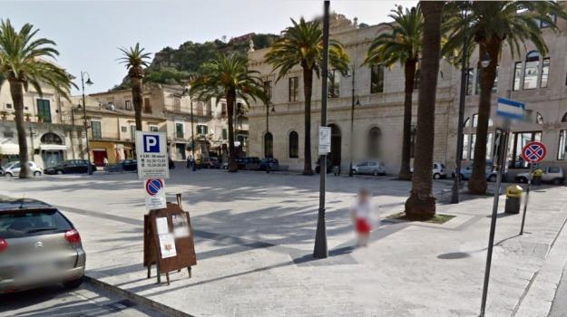 donna picchiata, modica, Sicilia, Archivio