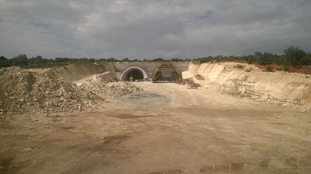 autostrada siracusa-gela, Cantieri chiusi, Licenziati 150 operai, Sicilia, Archivio