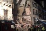 Crolla palazzina in pieno centro a Catania, un morto e 4 feriti